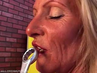 juicy  lady  older