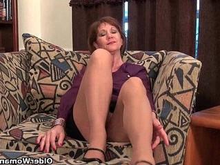 lady  mom  nipples